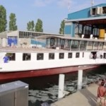 """Restored paddle boat """"Italie"""" makes its first test run on Lake Geneva"""